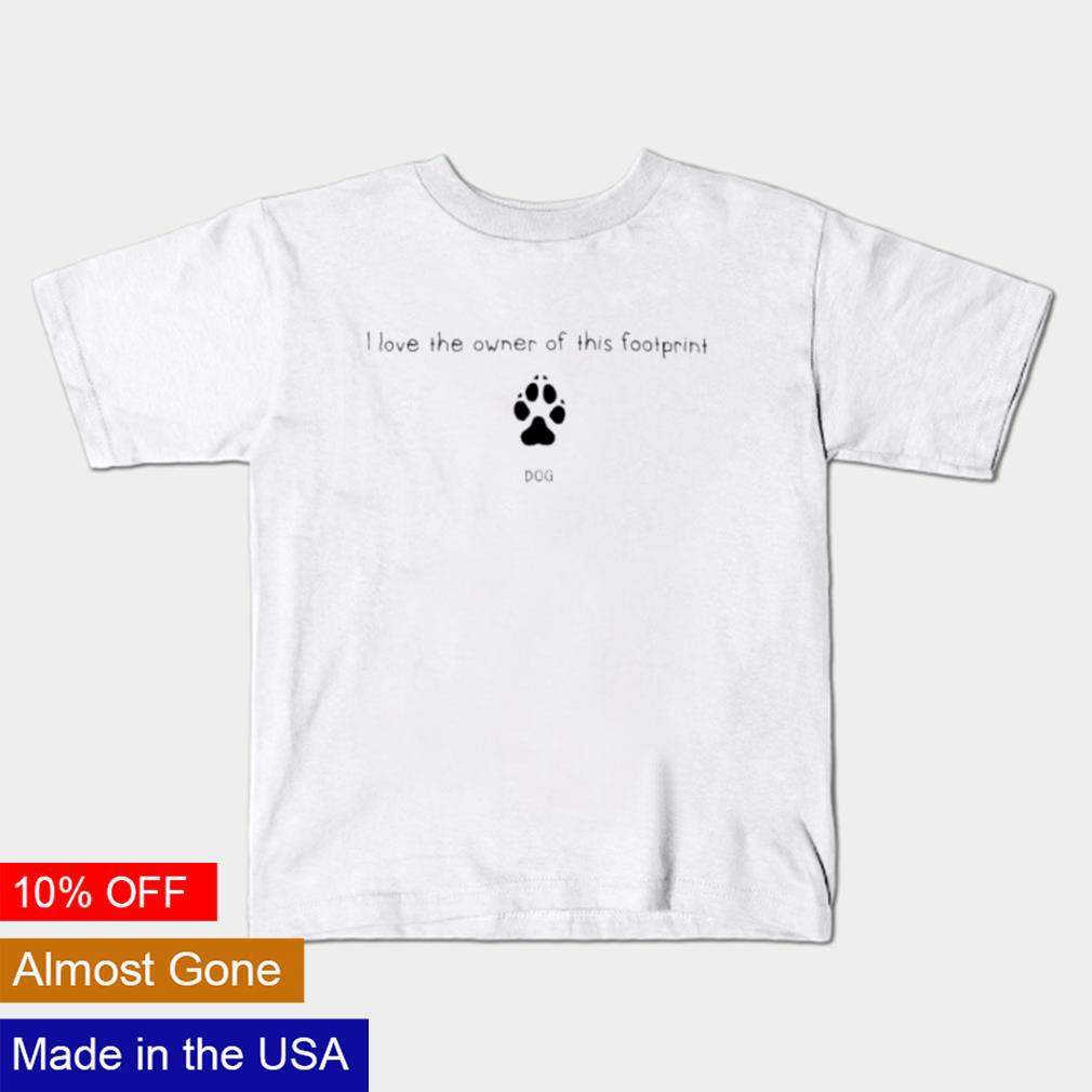 I love the owner of this footprint shirt